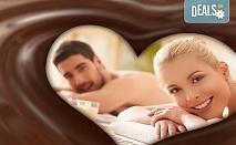 Ароматна терапия за влюбени! 60-минутен синхронен масаж за двама с шоколадово масло в Chocolate & Beauty