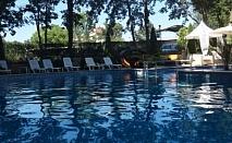 """ТОП ЦЕНА! Нощувка със закуска в Хотел """"Сънрайз"""" 4*  + басейн, чадър и шезлонг на басейна само за 24лв. на човек!"""
