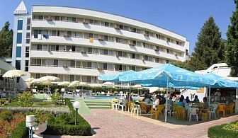 В Албена на Ол Инклузив, за една нощувка в хотел Оазис с открит басейн и безплатни чадър и шезлонги на плажа / 08.06.2019 - 21.06.2019