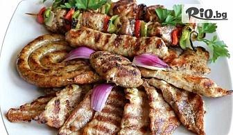 Апетитни хрупкави пилешки хапки и картофки + 2 бири за двама или Вкусно комбинирано плато за четирима в Ресторант Интелкооп