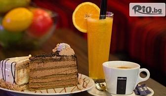 Ароматно кафе + Фреш от портокал и Торта Toni's Pastry по избор, от Central-place в центъра на Пловдив