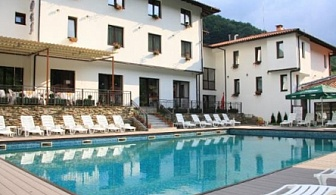 АВГУСТ И СЕПТЕМВРИ В  Чифлика - хотел Фея ***! Пакети със закуска и вечеря + вътрешен и външен минерален басейн + сауна и парна баня!!!