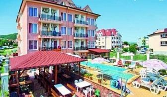 15 Август - 15 Септември в Обзор на 100м. от плажа! Нощувка със закуска и вечеря + басейн в хотел С Вълчеви