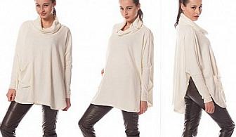 Бъдете стилни и шик едновременно! Плетено Пончо в бяло или черно от Електронен Бутик ЕЛМАЙРА за 20,40 лв.