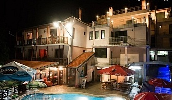 Басейн с гореща минерална вода + нощувка, закуска и вечеря* в хотел Мания, с. Чифлик
