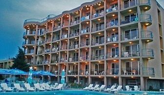 Безплатни чадър и шезлонги на плажа и басейна в хотел Бона Вита - Златни пясъци за една нощувка,закуска, обяд и вечеря, лифт до плажа + напитка на плажа / 12.06.2017 - 25.06.2017