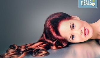 Боядисване с боя на клиента, терапия за коса и оформяне със сешоар с обем в корена и плитка в Studio V!