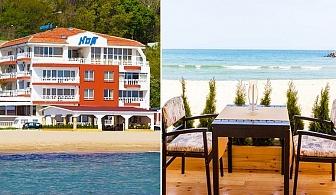 На брега на морето през Август! Нощувка със закуска в Хотел Ной, к.к Чайка, Златни Пясъци!
