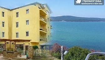 На брега на морето в Приморско, хотел Диана (01-20.09). Нощувка (изглед море) със закуска и вечеря за 2-ма за 64 лв.
