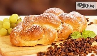 2 броя големи великденски козунака с пълнеж по избор: шоколад, локум или стафиди, от Пекарна Taste It