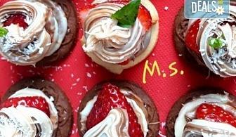 30 броя мини бисквитени тортички с лимонов крем и ягодово сладко от My Style Event!