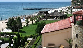 Цената е за ДВАМА възрастни и ДВЕ деца на ОЛ Инклузив  с включен Аквапарк за една нощувка във Вили Елените - Елените с открит басейн и безплатни чадър и шезлонги на плажа / 26.06.2017 - 11.07.2017