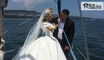 """1 час Абитуриентска или Сватбена фотосесия на яхта """"Св. Анна"""" с панорамна разходка във Варненския залив или на Варненското езеро + чаша шампанско, от Яхтен туризъм Евъргрийн"""