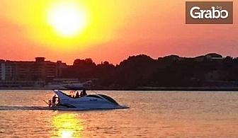 1 час морска разходка по залез слънце с високоскоростна яхта U.F.O. около Стария Несебър и Слънчев бряг, с напитки и миди