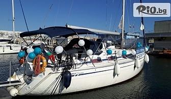 """1 час панорамна разходка с луксозна яхта """"Св. Анна"""" в красивия Варненски залив или във Варненското езеро + чаша шампанско, от Яхтен туризъм Евъргрийн"""