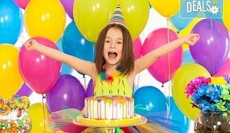 2 часа детски рожден ден с аниматор, меню за 10 деца, сладки и солени плата за родителите, голяма зала за игра, атракциони, стена за катерене, парти музика и зала за родителите в Детски клуб Аристокотките!