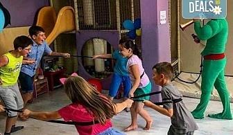 2 часа детски рожден ден за 10 деца в Детски клуб Аристокотките! Уникално парти с аниматор, меню с био напитки, атракциони, стена за катерене, пързалка и много музика! Солени плата за родителите в отделна зала с видимост към децата!