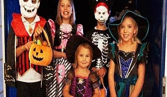 """2 часа парти """"Страховито хелоуин парти"""" на избран от Ваш адрес за 12 деца + Dj и кароке парти от Sunny Kids, София!"""