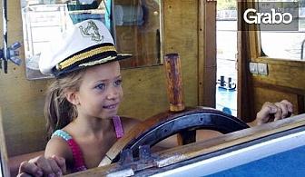 3-часов круиз край Варна, плюс обяд или вечеря с напитки, възможност за плаж и риболов и анимация за деца