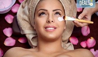 Чиста и сияйна кожа с класическо почистване на лице с ръчна екстракция, пилинг и лечебен масаж в студио Нимфея!