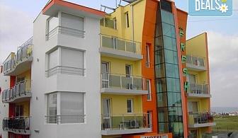 Цяло лято в хотел Фреш 3*, Равда! Нощувка със закуска или закуска и вечеря, ползване на външен басейн и шезлонг, безплатно за дете до 3.99г.!