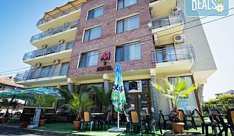 Цяло лято в хотел Хотел Монтестар 2*, Приморско! Една нощувка със закуска или закуска и вечеря, безплатно настаняване на дете до 1.99г., едночасова разходка с яхта!