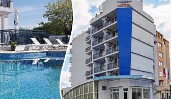 Цяло лято в Св. Св. Константин и Елена! Нощувка със закуска + басейн в хотел Йо***