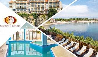 Цяло лято на метри от плажа в Созопол! Нощувка със закуска и вечеря за двама или трима + вътрешен басейн от хотел Корал. Едно дете до 11.99г. БЕЗПЛАТНО!