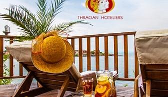 Цяло лято на метри от плажа в Созопол! Нощувка със закуска за двама или трима + вътрешен басейн от хотел Корал. Едно дете до 11.99г. БЕЗПЛАТНО!