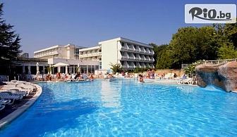 Цяло лято на море в к.к. Албена! Нощувка на база All Inclusive + басейн, чадър и шезлонг на плажа, от Хотел Алтея 3*