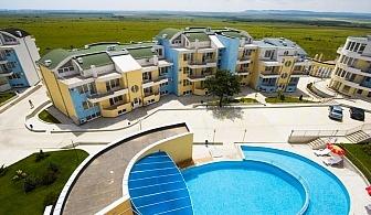 Цяло лято на море край Слънчев бряг! Нощувка за двама или двама с 2 деца + басейн във Ваканционен комплекс Сънсет, Кошарица!