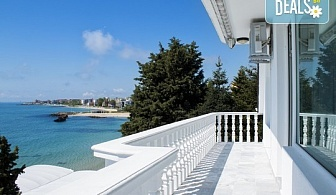 Цяло лято в Семеен хотел Хавай 2*, Несебър! Нощувка на брега на морето за двама, трима или четирима, безплатно за дете до 2.99г.!