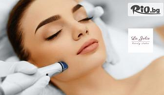 Дълбоко почистване на лице с водно дермабразио, пилинг с колоидно злато, кислороден пилинг, криотерапия, почистваща маска и серум, от La Jolie Beauty Studio