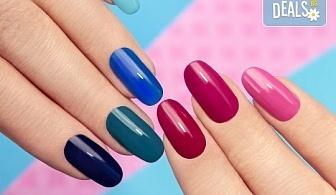 Дълготрайни и красиви цветове с маникюр с гел лак на Blue Sky и включено сваляне на стар гел лак в салон Шедьовър
