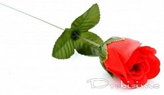 Декоративна роза с опаковка и панделка