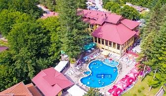 Делник за ДВАМА през Септември в с. Чифлик! Нощувка със закуска и вечеря + минерален басейн и релакс пакет от хотел Балкан