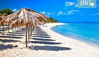 За 1 ден на плаж в слънчева Гърция - Аспровалта! Транспорт, застраховка и водач от Глобус Турс