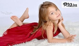 Детска или семейна фотосесия в студио с декори, аксесоари, 10 или 20 обработени кадъра, от Mimi Nikolova Photography