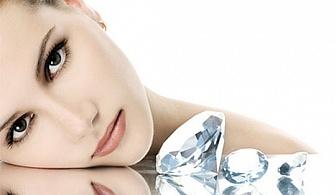 Диамантено микродермабразио, пилинг с перли и влагане на ампула според нужите на кожата чрез ултразвук в салон за красота Cuatro!