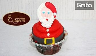 Дизайнерски шоколадов къпкейк с коледна декорация