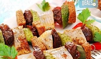 За добро представяне! 4 сета с 96 хапки - меню за гости, аранжирани за сервиране и безплатна доставка за София от кулинарна работилница Деличи