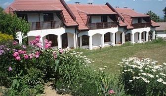 Две нощувки, закуски и една вечеря + джип сафари до природния феномен езерото Беляковец от Комплекс Роден Край в Габровския Балкан