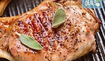 Две пържоли на супер цена! Свинска вратна пържола или пилешко филенце с домашни картофки и лютеница от Balito!