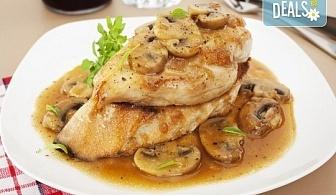 За един или за двама! Една или две порции свинско/пилешко бон филе с гъби печурки и чаша бяло вино Villa Yambol chardonnay в Ресторант 21 - Лозенец!