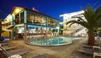 Една нощувка със закуска, вечеря и пясъчен плаж в HANIOTI GRAND VICTORIA - Халкидики с басейн, безплатни кърпи за плажа и паркинг / 01.07.2017 - 31.07.2017
