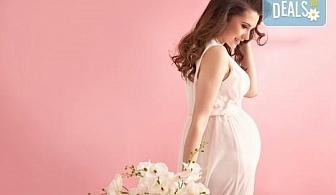 Едночасова фотосесия за бременни в студио, с 10 обработени кадъра от Студио Dreams House!