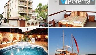 Еднодневен пакет със закуска, обяд и вечеря + разходка с лодка в Хотел М1, Приморско