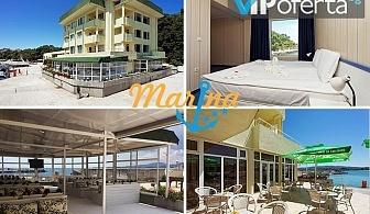 Еднодневен пакет със закуска, обяд и вечеря + собствен плаж към хотела, басейн и шезлонг в Хотел Марина***, Китен