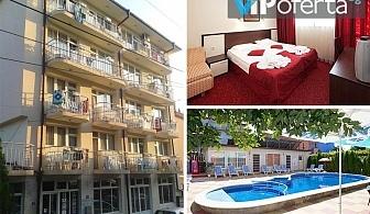 Еднодневен пакет със закуска през цялото лято + ползване на басейн в хотел Пешев, Несебър