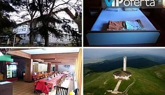 Еднодневен уикенд пакет със закуска, закуска и вечеря или закуска, обяд и вечеря в Хижа Бузлуджа Нова